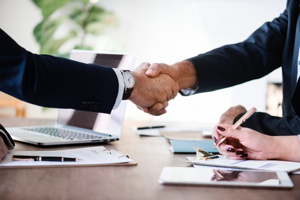 People Shaking Hands representing Innovating Society's Consulting services.