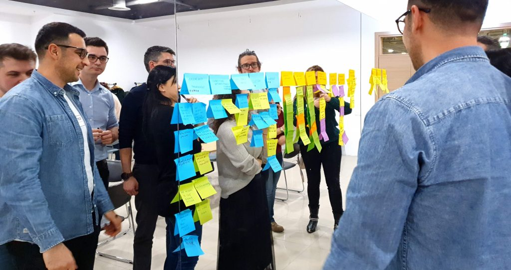People using post its on a mirror